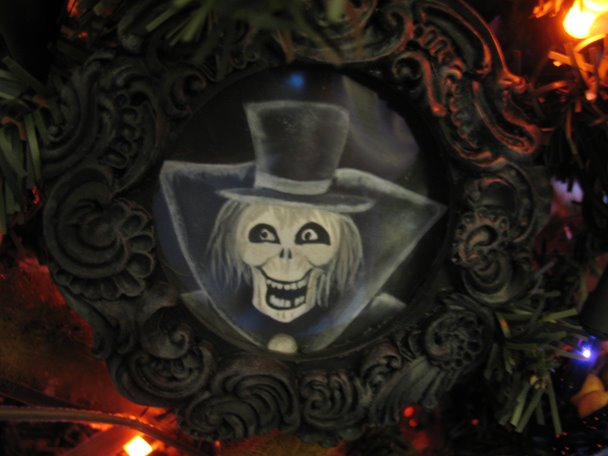 Hatbox Ghost Ornament